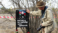 Hocalı katliamını kaydeden fotoğrafçı 27 yıl sonra aynı yerde: Milli kahramanın kabrine çektiği fotoğrafı bıraktı