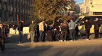 Bir anda anda yola yığıldı: Şans ederi caddeden geçen oğlu sinir krizi geçirdi