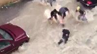 Sele kapılan kurye son anda kurtarıldı