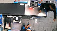 Adana'da kasiyere bıçak çekince kafasına turşu kavanozu yiyen gaspçı: Çalışanı tebrik edip kaçtım