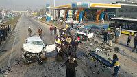 Bursa'da feci kaza: Kafa kafaya çarpışan otomobiller hurdaya döndü
