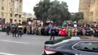 Azerbaycan'da geçit töreni öncesi halk Türk ve Azerbaycan bayraklarıyla sokaklara döküldü