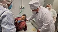 Belarus lideri Lukaşenko koronavirüs hastasıyla el ele kol kola: Halk 'karantinaya alınsın' diyor
