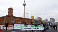 Almanya'da koronavirüs tedbirleri protesto edildi