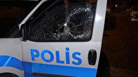 Kısıtlamayı ihlal cezası yazan polislere saldırdılar polis arabasının camlarını kırdılar