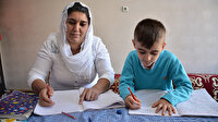 Şırnaklı anne, çocuğuyla birlikte EBA üzerinden okuma yazma öğrendi