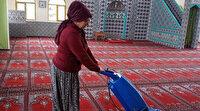 Aydınlı kadınlar gönüllü olarak camileri temizliyor