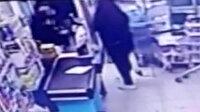 Avcılar'da pişkin hırsız market çalışanın elini ısırdı
