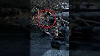 Mehmetçikten örnek davranış: Köpeği sırtında taşıyarak nehrin karşısına geçirdi