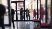 Kahramanmaraş'ta polise, 'Artistliğiniz kime?' diyen kadın, bu kez de güzellik salonunun camını yumrukladı
