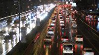 Sağanak yağış trafikte etkili oldu: Yoğunluk yüzde 51