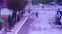 Erzincan'da fırtınanın uçurduğu çatıların altında kalmamak için böyle kaçtılar