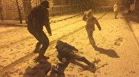 Adana'da kar yağışı: Yılın ilk karı çocukları sevindirdi