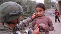 Mehmetçik Barış Pınarı bölgesinde sivillere umut ve şefkat elini uzatmaya devam ediyor