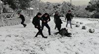 Çocukların kar sevinci: Doyasıya kartopu oynadılar