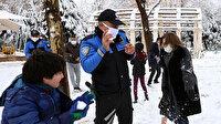 Fatma Şahin çocuklar ve polislerle kar topu oynayarak eğlendi