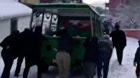 Yolda kalan İBB'nin cenaze aracını vatandaşlar itti