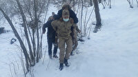 Jandarma, yaşlı kadını sırtında taşıyıp hastaneye götürerek muayene ettirdi