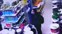 Hırsızlığın böylesi görülmedi: Önce çaldı, sonra iade edip parasını aldı