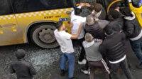 Kağıthane'de otobüsün camını kırıp şoförü ve oğlunu darp ettiler