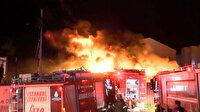 Ümraniye'de geri dönüşüm deposunda çıkan yangın söndürüldü