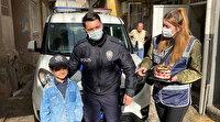 İzmir'de kısıtlama nedeniyle dışarı çıkamayan çocuğa polisten sürpriz doğum günü