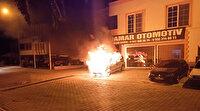 Adana'da galeri önündeki satılık araç alev topuna döndü