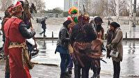 Taksim'de turistlerle selfie çekilip ısrarla para isteyen kişilere ceza kesildi