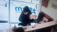 Döviz bürosu sahibi kadın, silahlı soyguncuyu kovaladı