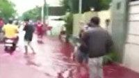Endonezya'da sel sonrası sokaklar kızıla boyandı
