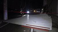 50 metrelik çatıyı iki sokak öteye uçurdu