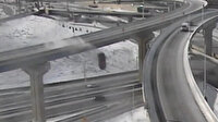 ABD'de kamyonet üst geçitten 21 metre aşağı uçtu