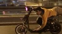 Antalya'da pes dedirten görüntü: Elektrikli bisikletin üzerine uzandı
