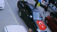 Bursa'da yolun karşısına geçmeye çalışan adama otomobil böyle çarptı