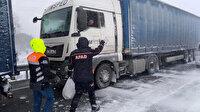 Kar ve fırtınanın ortasında kalan TIR sürücülerinin imdadına AFAD ekibi yetişti