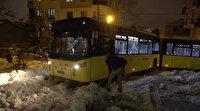 Sancaktepe'de İETT otobüsü mahsur kaldı