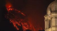 Etna 4 gün içinde 4. kez faaliyete geçti: Lavlar bir kilometre yüksekliğe ulaştı