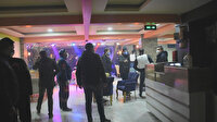 Silahlı rehin ihbarına giden polis 20 kişiyi parti yaparken yakaladı