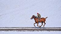 Kars'ta renkli at yarışı