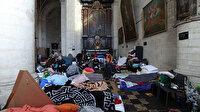"""""""Kağıtsız"""" göçmenler vatandaşlık almak için kiliseye yerleşti"""