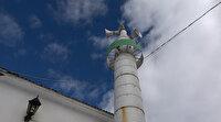 Herkesin dikkatini çekiyor: Bu mescidin minaresi petrol varillerinden