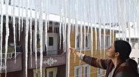 Dondurucu soğuklarda buz sarkıtları 3 metreyi buldu: Demir parmaklık gibi