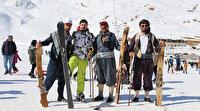 Ağaçlardan yaptıkları kayaklarla kayıyorlardı: Şemdinlili gençler profesyonel takımlarına kavuştu