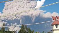 Endonezya'da Sinabung Yanardağı'ndaki patlama gökyüzünü kapladı