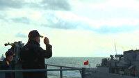 Milli Savunma Bakanı Akar, tatbikata katılan gemi ve uçakları selamladı
