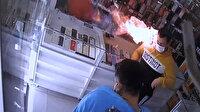 Cep telefonu bataryası patladı, müşteri kazağını çıkararak yanmaktan kurtuldu