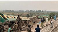 Pakistan'da yolcu treni raydan çıktı