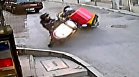 Kuryelerin kafa kafaya çarpıştığı kaza kamerada