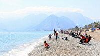 Antalya'dan endişe verici görüntüler: Güneşli hava virüsü unutturdu sahil ve parklar doldu