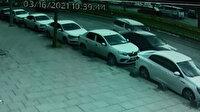 Yola park edilen otomobile, hafif ticari aracın çarpma anı kamerada